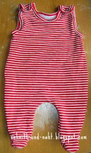 Strampelhose und Shirt